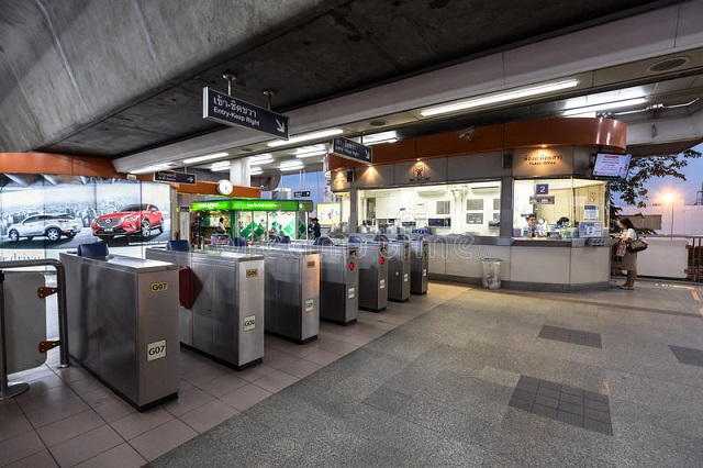 bts-public-train-mo-chit-station-bangkok-evening-thailand-january-ticket-barriers-machine-skytrain-nobody-using-65330970