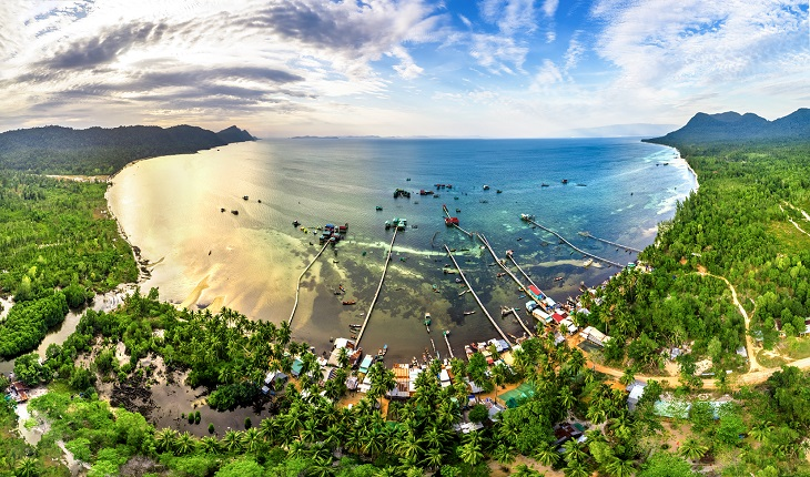 New Visa Rules Make It Easier for Foreigners to Work, Invest in Vietnam's Coastal Economic Zones